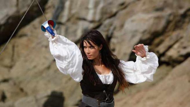 Los actores Pilar Rubio y Óscar Jaenada protagonizan la nueva serie de Telecinco 'Piratas'.