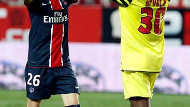 Los jugadores del París Saint Germain Chistophe Jallet (i) y Edel Apoula celebran la victoria ante el Sevilla CF.
