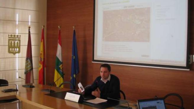 El concejal Gómez Ijalba, en la presentación de la web