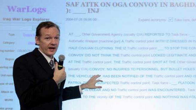 Julian Assange durante la conferencia de prensa en Londres.