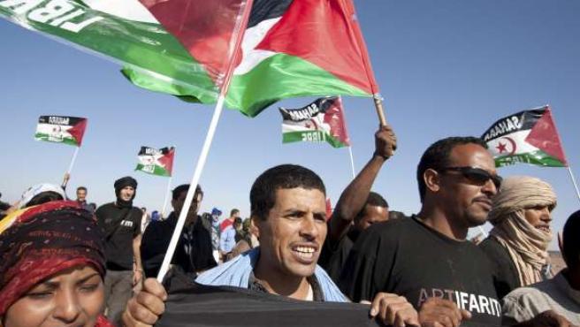 Activistas participan en una manifestación tras la muerte del joven Nayem Elgarhi.