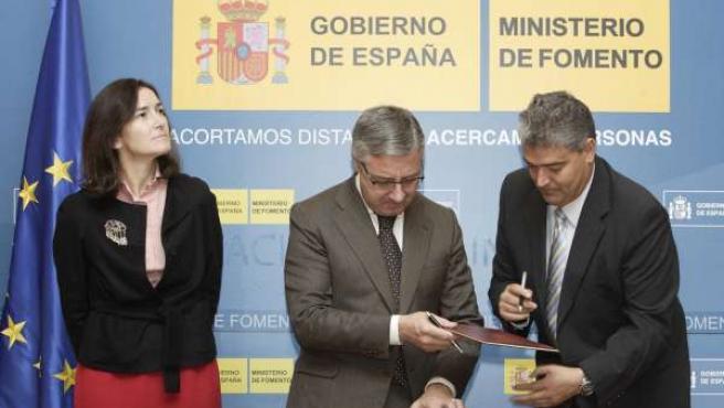 Ministra de Cultura, Ángeles González Sinde; ministro de Fomento, José Blanco; y