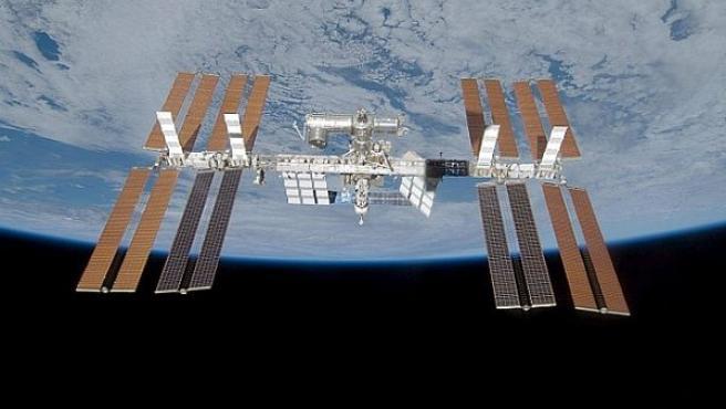 La Estación Espacial órbita alrededor de la Tierra a una altitud aproximada de 360 Km.