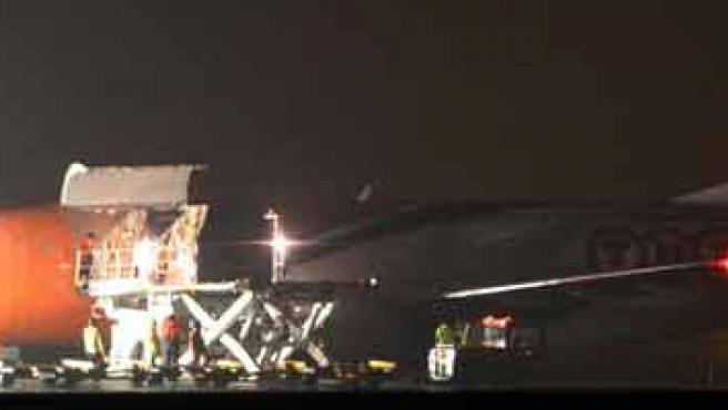 Las autoridades registran un avión de carga en el aeropuerto de Bolonia.