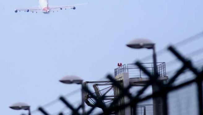Un Boeing 747 de la compañía Qantas despega del aeropuerto internacional Changi de Singapur.