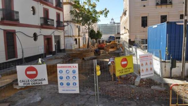 Obras de Emasesa en la calle Mendigorría.