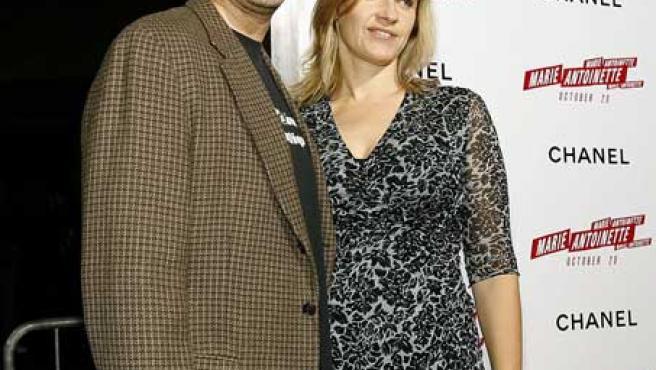 Ferrell posa con su esposa en una imagen de archivo.