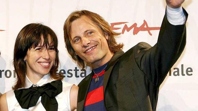 Ariadna Gil y Viggo Mortensen, en la presentación de 'Alatriste'.