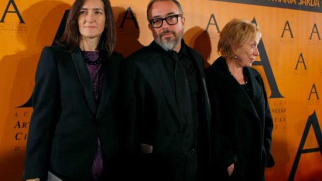 Ángeles González-Sinde posa junto a Álex de la Iglesia.