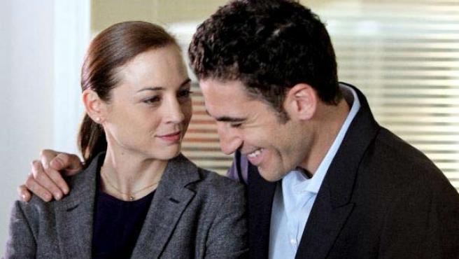 Los actores Leonor Watling y Miguel Ángel Silvestre, protagonistas de 'Lo mejor de Eva', posan durante un descanso del rodaje.
