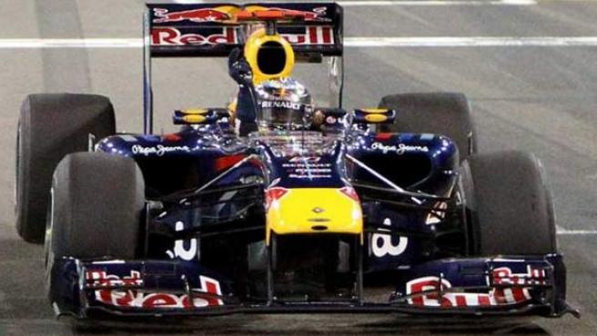 Sebastian Vettel celebra el triunfo en Abu Dhabi.