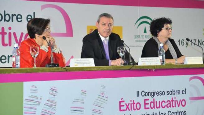 El consejero de Educación, Francisco Álvarez de la Chica, clausurando el congres