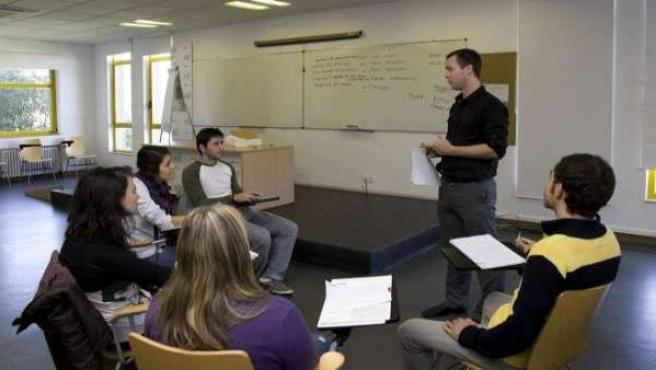 Un grupo de alumnos en un curso de inglés.