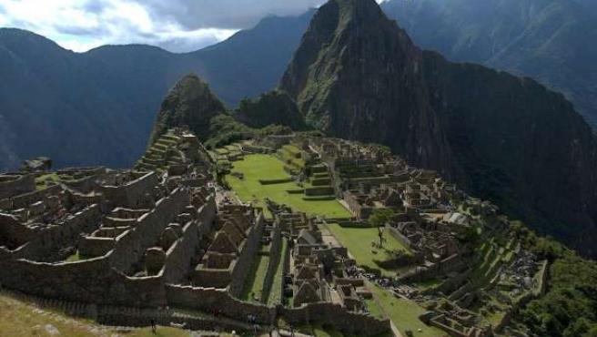 La monumental ciudad inca de Machu Picchu, cuyos tesoros quiere recuperar Perú.
