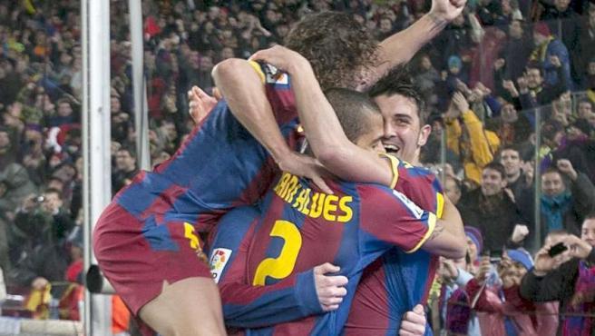 Los jugadores del Barcelona celebran la goleada ante el Real Madrid.
