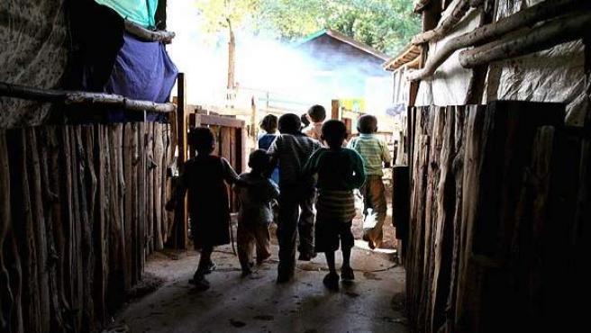 Unos niños juegan en Nairobi.