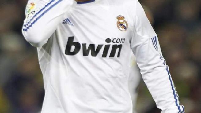 Sergio Ramos se lamenta en el Camp Nou.