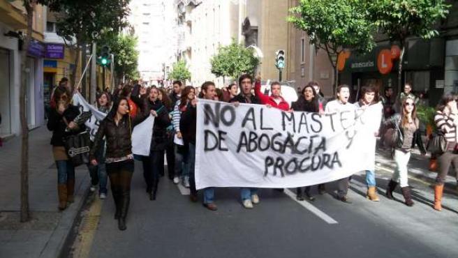 La cabeza de la manifestación, en la calle Alejandro Séiquer