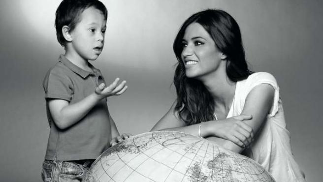 Jaime y la periodista Sara Carbonero posan para el Calendario de la Fundación Talita 2011.