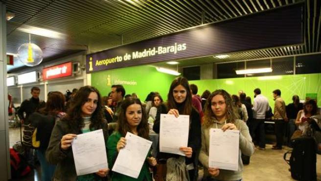 Marta, Clara y sus amigas tenían previsto un vuelo a Polonia desde Barajas. Todas ellas han presentado una reclamación.