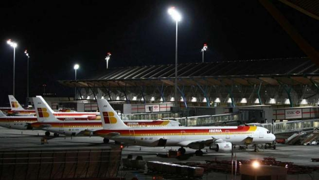 Aviones aparcados en el aeropuerto de Barajas (Madrid).