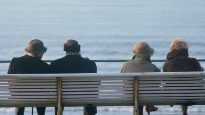 Un grupo de personas mayores.