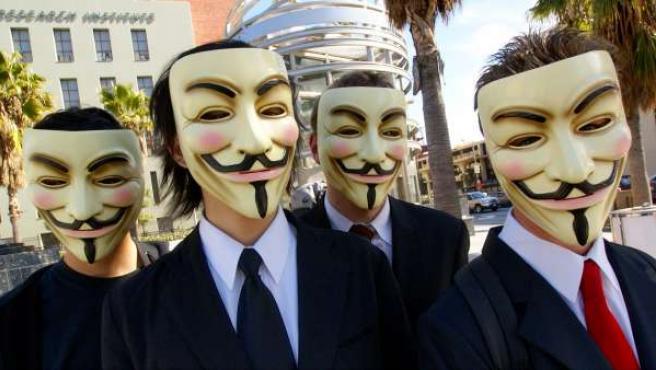 Miembros de Anonymous con máscaras de Guy Fawkes.