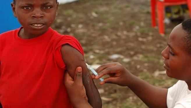 En el momento álgido de la epidemia de meningitis en Nigeria llegó un avión con un equipo médico de Pfizer que quería probar el antibiótico Trovan.