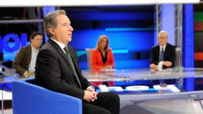 Iñaki Gabilondo entrevista a Dolores de Cospedal en 'Hoy', uno de los programas estrella de CNN+.
