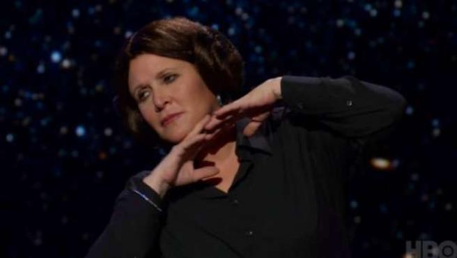 Carrie Fisher, con el peinado de Leia, en 'Wishful Drinking'.