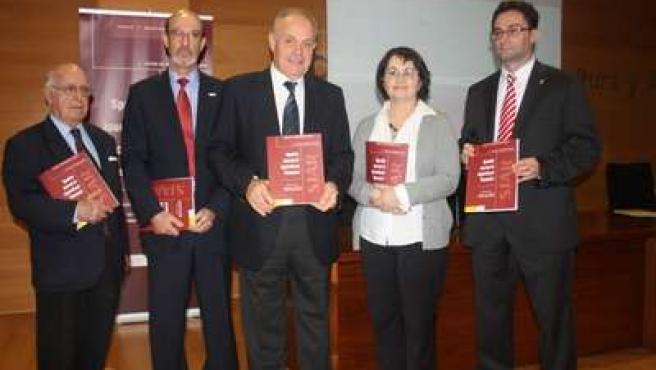 De izquierda a derecha: José Antonio Ortiz, secretario de la Asociación Española
