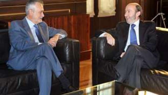 José Antonio Griñán y Alfredo Pérez Rubalcaba, hoy durante la reunión