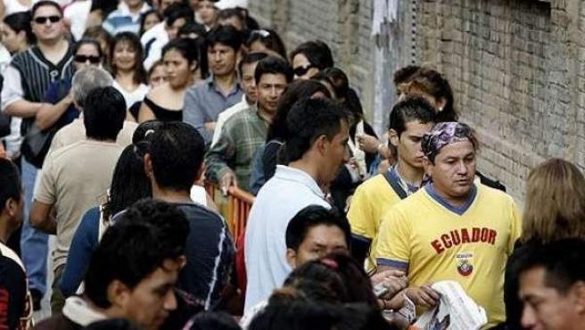 Un grupo de inmigrantes ecuatorianos en España.