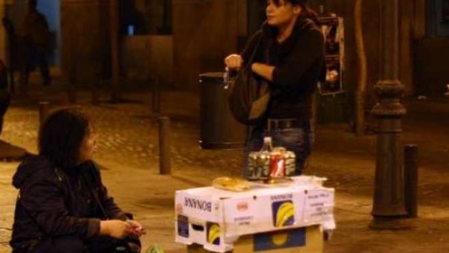 Durante los fines de semana las calles madrileñas de las zonas de marcha se llenan de puentos ambulantes de comida.