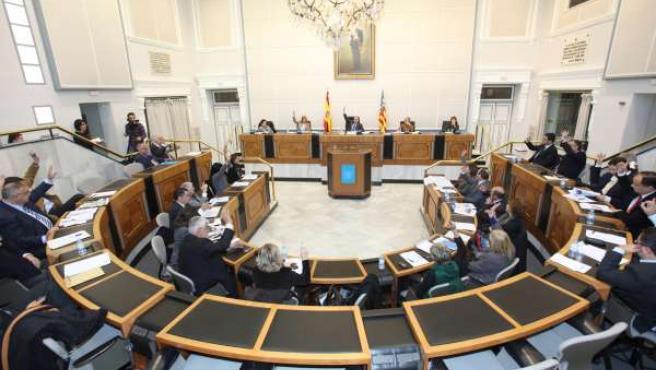 Los diputados provinciales, en el pleno extraordinario
