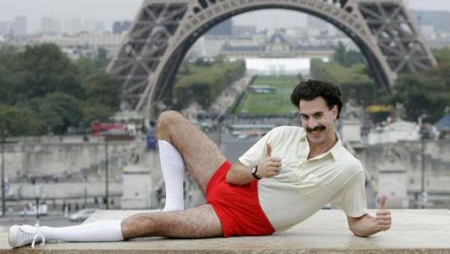 Sacha Baron Cohen, caracterizado como 'Borat'.