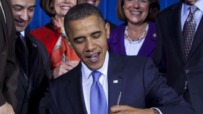 El presidente de EE UU, Barack Obama, firma la abolición de la ley Don't Ask Don't Tell.