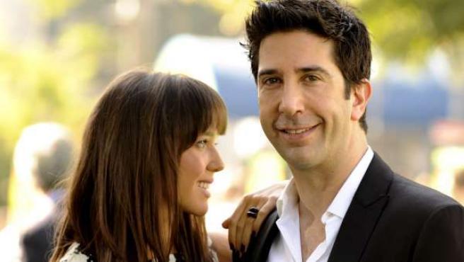 El actor David Schwimmer y su esposa, Zoe Buckman.