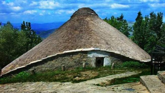 Una palloza, la vivienda típica de la zona desde antes de los romanos.