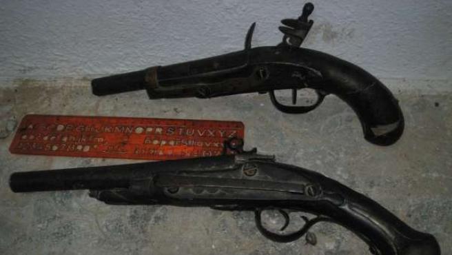 Armas de avancarga antiguas intervenidas en Jaén
