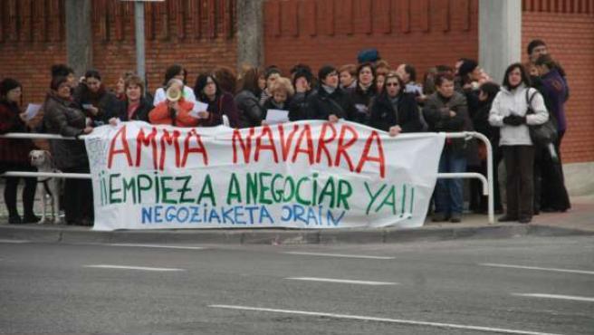 Concentración de trabajadoras de Amma Navarra.