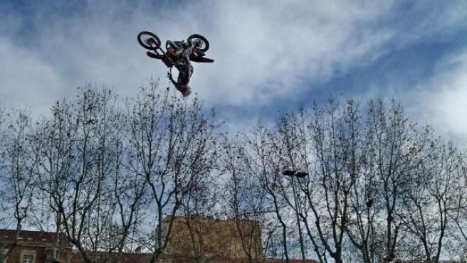 Voltereta en el aire ejecutada por Jorge Bravo