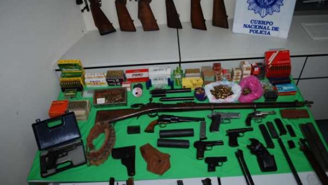 Material incautado por la Policía Nacional en el domicilio de José Miguel Suárez