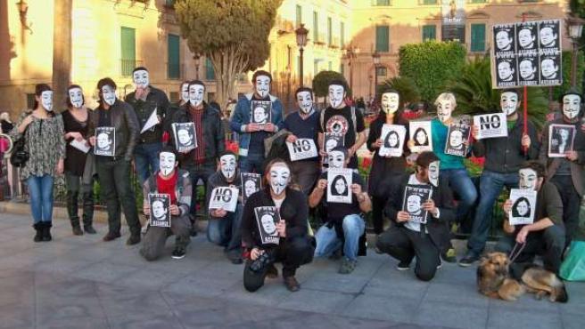Imagen de los ciudadanos anónimos concentrados