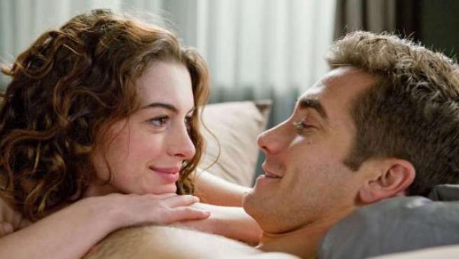 Anne Hathaway y Jake Gyllenhaal protagonizan 'Amor y otras drogas'.