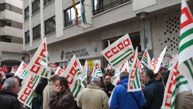 Concentración de CCOO y UGT en protesta contra la reforma de las pensiones