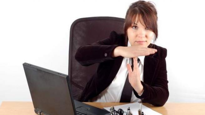 Millones de personas experimentan estrés en el trabajo.