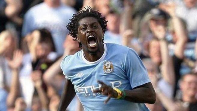 Adebayor celebra un gol con el City.