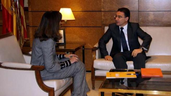 Ana Botella conversa con Serafín Castellano.