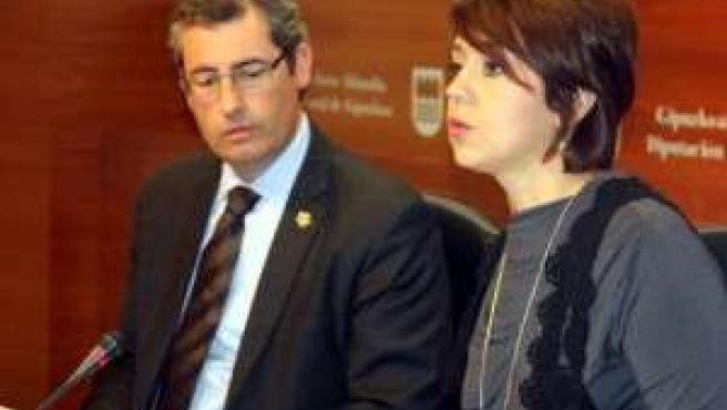 Maite Etxaniz junto al diputado general de Gipuzkoa, Markel Olano,
